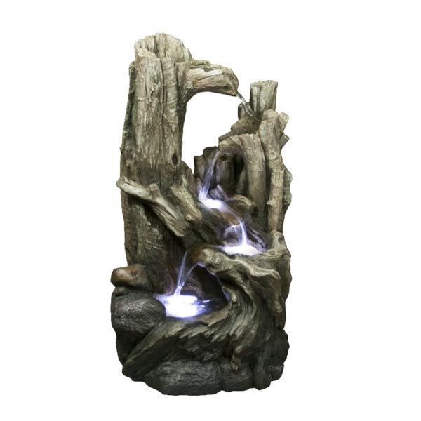 Vysoká dřevěná fontána napodobující les