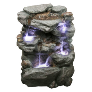 Stredne velka kamenna fontana Valoun